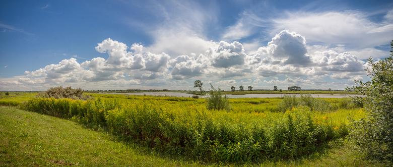 De Hollandse Vlakte - Geschoten op Tiengemeten. Heerlijke Hollandse wolkenlucht. Ik ben aan het oefenen met panorama's dus opmerkingen en tips zi