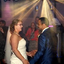 het bruidspaar op de dansvloer