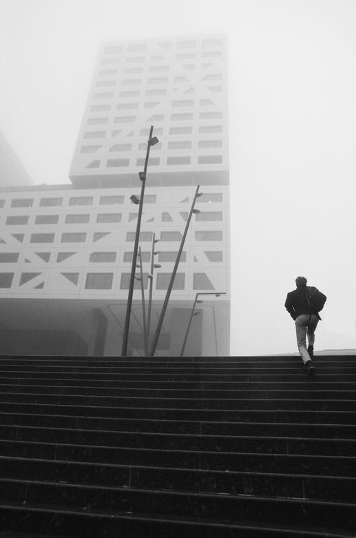 To work  - Op een mistige maandagmorgen onderweg naar het werk, centrum Utrecht