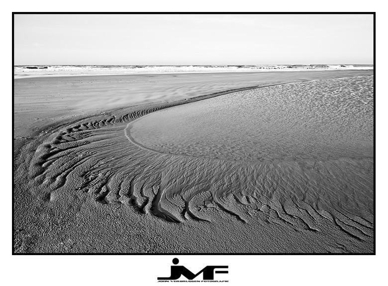 "Sandcurves - De laatste uit Kijkduinserie. <img  src=""/images/smileys/smile.png""/> Prettig weekend!"