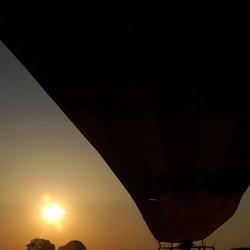 Heteluchtballon in de vroegte