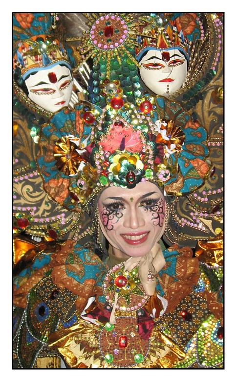 Colors Of Indonesia - Foto genomen tijdens de Pasar Malam 2010. Helaas had ik niet mijn spiegel-reflex bij me en heb ik mij moeten behelpen met m&#039