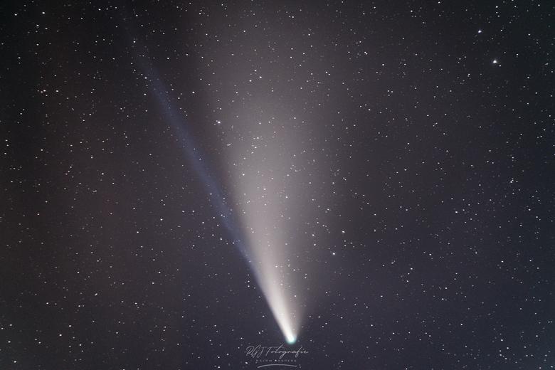 NEOWISE Closeup - 56x 200mm, iso5000, f2.8, 4sec (+ 9 dark en 9 flat frames)<br /> Stacked met DeepSkyStacker