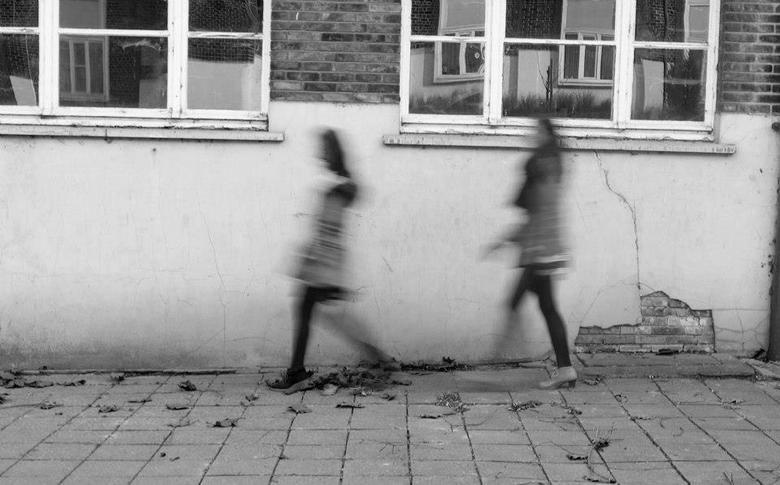 walk - walk like a ghost, live like a ghost ,be a ghost