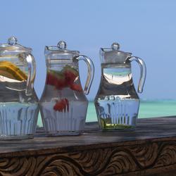 Koel fruitwater aan zee