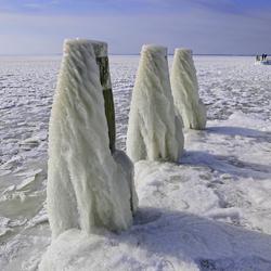 Bij het monument op op de Afsluitdijk(3)