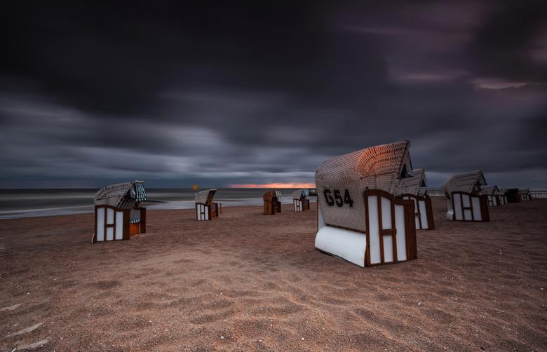 654... - Zoals beloofd bij de vorige upload: een foto met strandstoel(en).<br /> <br /> Gemaakt in Kolobrzeg (Polen) bij een gedeelte van een strand