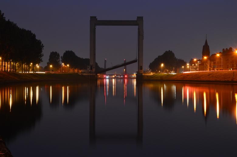 Tisselt brug deel 2 - Enkele weken geleden heeft de brug in Tisselt het begeven... hier het resultaat bij nacht