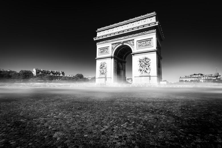 c'est un arc - deze foto had ik al in m&#039;n hoofd voor ik naar parijs vertrok<br /> een van de drukste en meest iconische kruispunten waar het noo