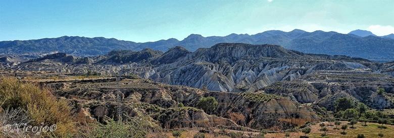 Spaans landschap. - Weer een geheel ander beeld, de erosie zorgt ervoor dat dit gebied steeds vlakker wordt. <br /> <br /> Bedankt voor al jullie re