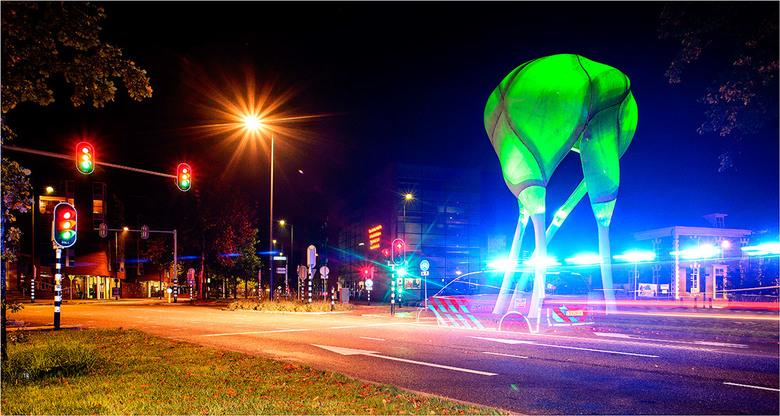 """Politie [5]  - Voor het kunstwerk de D-toren (in de volksmond """"De Kies""""), een herkenbaar punt in Doetinchem."""