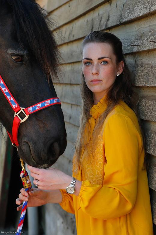 Fotoshoot met mijn verzorgpaard - Dit ben ik! <br /> Fotoshoot samen met mijn verzorgpaard: Tjille.<br /> Foto: Marcel Rob