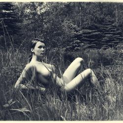 Kim in het grote bos.