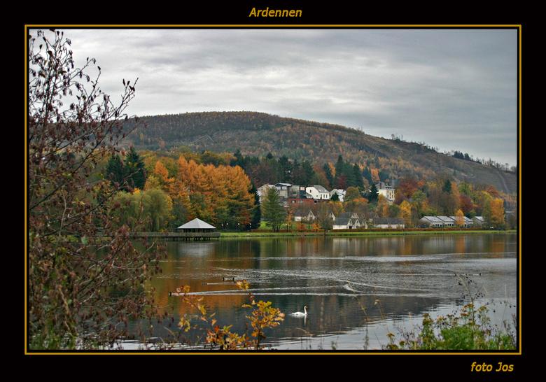 Herfst in de Ardennen - Vorig weekend in de Ardennen geweest. De herfst is daar volop te zien. Wel jammer dat de lucht een beetje saai was. Maar ja, j