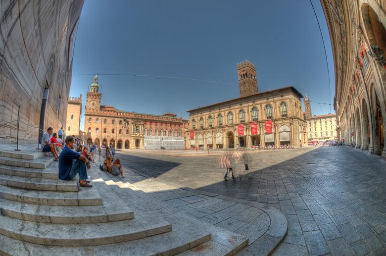 Piazza majore Bologna - HDR uit 7 opnames op het plein.