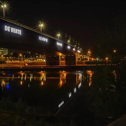 Nachtfoto van de Nelson Mandelabrug Arnhem