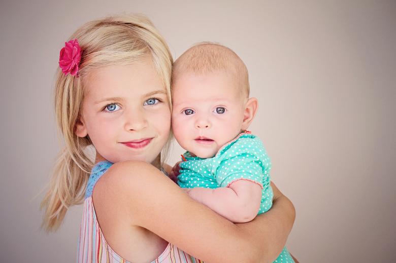 """De zusjes - Een foto die ik al een tijdje gemaakt heb maar nog eens opnieuw bewerkt en opgefrist heb met vernieuwde kennis <img  src=""""/images/smileys/"""