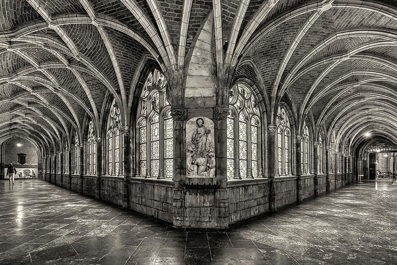 Kathedraal Saint Paul Luik - De kathedraal Saint-Paul in Luik is beslist een bezoek waard. Wat een indrukwekkende kerk is dat. Hier een van de klooste