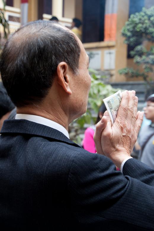 Devotie - Uiterste devotie tijdens bidden in de tempel