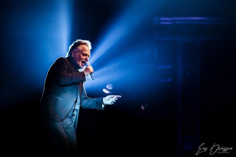 George Baker - George Baker,een van de meest succesvolle zangers van Nederland tijdens zijn jubileumconcert ten ere van zijn 75ste verjaardag en 50 ja
