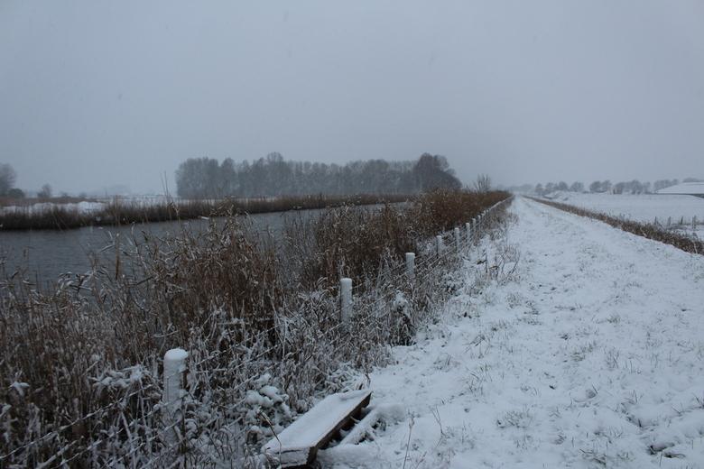 bij het kanaal - bij het kanaal genomen op onze 3 dagen sneeuw in nederland
