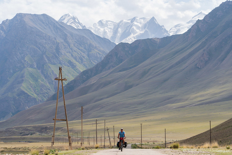 In between high mountains - The day before my birthday I was cycling through the high mountains of eastern Kyrgystan. I needed a special permit to tra