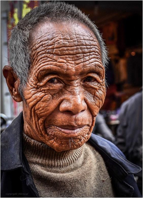 Doorleefd - Een ontmoeting met een prachtige doorleefde oude man op de markt in een klein plaatsje in China.