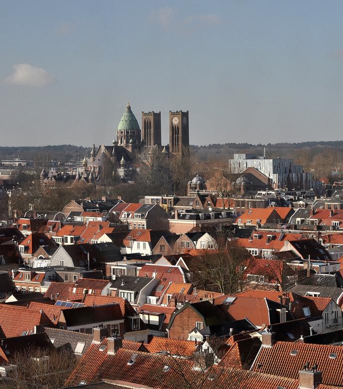 HAARLEM  4 - Hier de Kathedraal SintBavo...<br /> En de Stads Schouwburg.zie Haarlem 2.waar nu goed te zien is,hoe de achterkant is ..nieuw stuk Arch