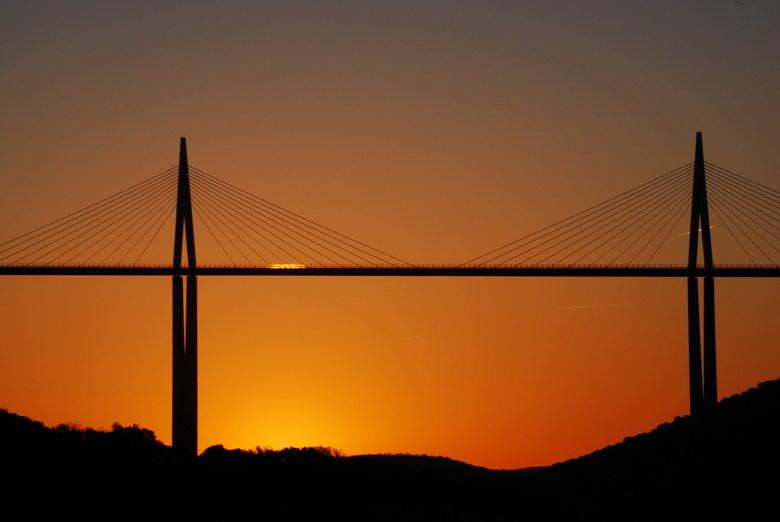 4862749540a Millau, Hoogste brug van Europa - De Brug van Millau is een meervoudige  tuiconstructie over