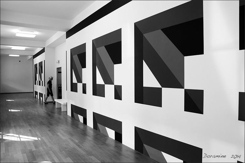 Perspectief in zwart/wit - foto gemaakt in het gemeente museum Den Haag