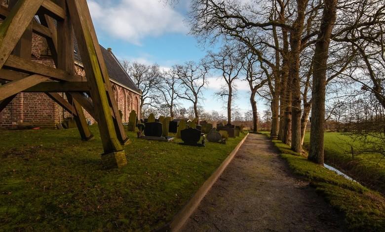 Kortehemmen - Eigenaar van de kerk is de Stichting Alde Fryske Tsjerken. Met ongeveer 90 zitplaatsen is de kerk uitermate geschikt om kleinschalige co