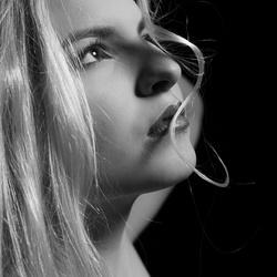 Haarlok, Mandy in zwart wit