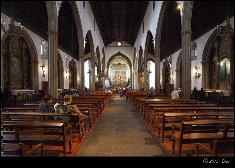 Madeira 34 - Het middenschip van weer een andere kerk.