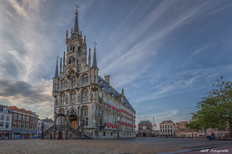 Het vijftiende-eeuwse stadhuis is een van de oudste gotische stadhuizen van Nederland