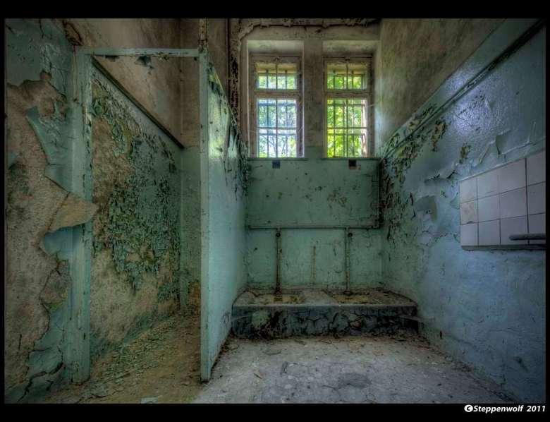 Sanatorium T.  XI - Verlaten militair sanatorium ergens in het <br /> oosten van Duitsland...