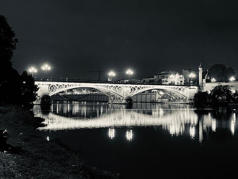 Brug bij nacht in Sevilla - Brug in Sevilla