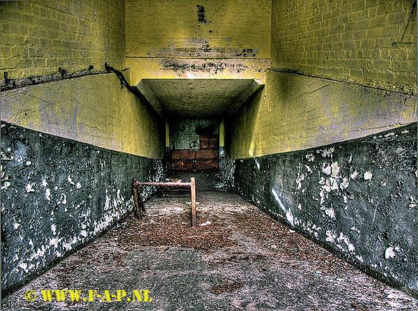 Wittstock_bunker. - Wittstock, De voormalig Russische Bomber Range Bunker, Hier zien we de ingang voor de bommen, links liep er een jacobs ladder waar
