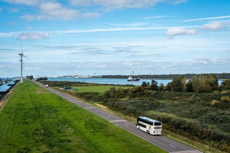 richting Hoek van Holland - Het uitzicht vanaf 83-LNG in de richting van Hoek van Holland