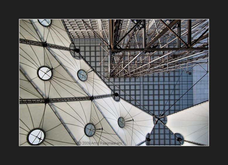 Parijs Defense2 - In Parijs ook even (te kort) naar La Défense geweest. <br /> Een korte serie van enkele avondfoto&#039;s aldaar.<br /> <br /> Exc