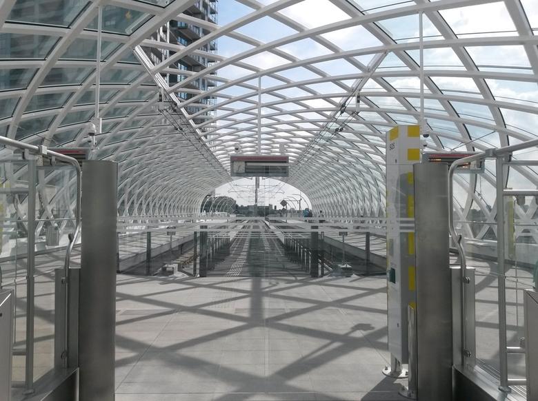 nieuwe halte den Haag CS (randstadrail) - deze foto is genomen met mijn smartphone . ik had even pauze en wist dat dit station net af was . ben toen g