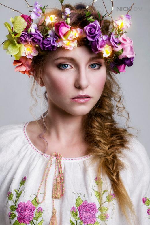 Flower maiden - Model: Inge Vd<br /> Visagiste: Olga Petrenko<br /> Styling: Leyla Frantzen<br /> Locatie: 2013studios