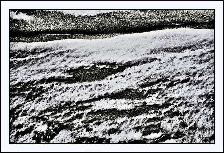 Tracks in the snow IV - Nog meer sporen in de sneeuw, nu niet van dieren of mensen, maar van de wind. In een hoge slootkant nabij Harkstede had de win