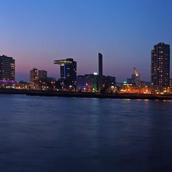 De Boompjes tijdens het blauwe uur - panorama