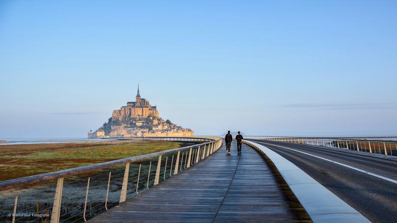 The road to .. - De Mont St Michel, zowat de meest gefotografeerde locatie  in Frankrijk, is op zichzelf niet zo interessant .. de omgeving en de de w