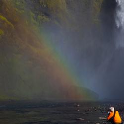 Dubbele regenboog onderaan de waterval, zuid IJsland