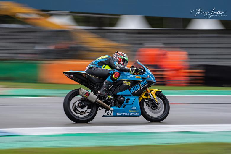 Speed & colours - De coureur, één met zijn motor