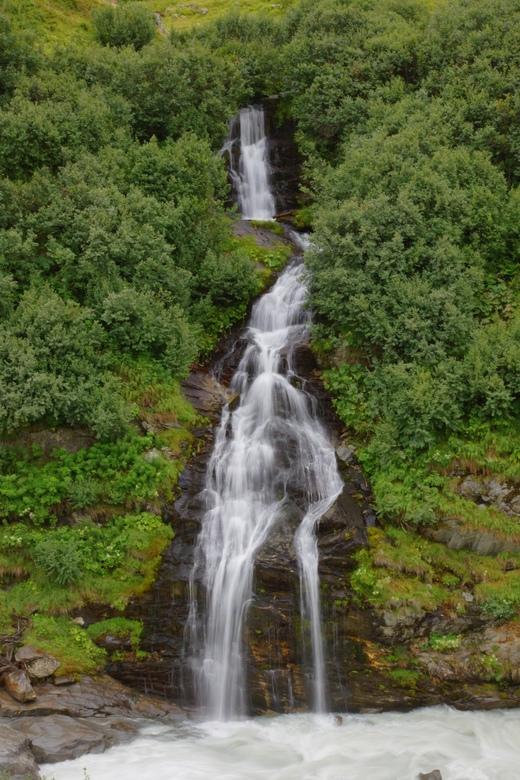 waterval - waterval in het lotschental vlak bij grundsee en gletscherstafel.<br />