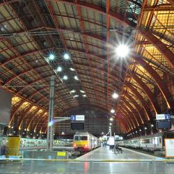 Antwerpen Centraal in de avond.