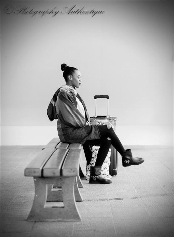 Waiting ... - Gisteren namiddag dacht ik, ik moet wat gaan fotograferen voor mezelf, ik had rust en ontspanning nodig en dit vind ik in straatfotograf