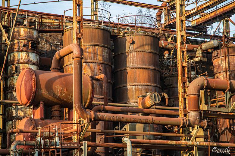 Dortmund: Industriedenkmal Kokerei Hansa (Duitsland) - Bij binnenkomst van het complex zie je links deze indrukwekkende verroeste ketels staan.<br />